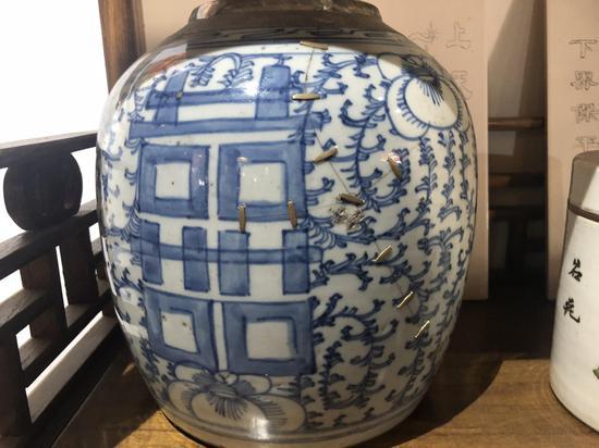 圖為修補完成的瓷器。 林波 攝