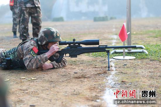 图为毕节片区,特战队员在进行多目标狙击。 黄乐康  摄