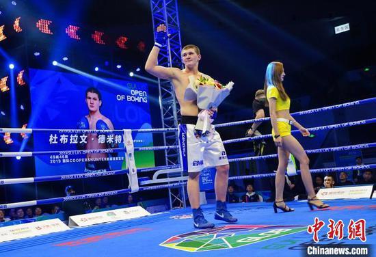 哈萨克斯坦的杜布拉文·德米特里获91公斤级冠军。 唐梦宪 摄