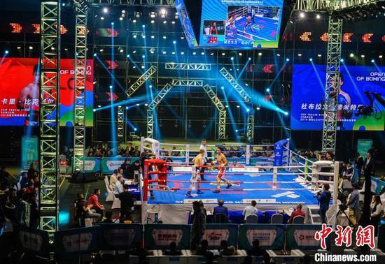 12月12日晚,2019桂林国际拳击公开赛暨辉煌广西拳击之夜拳王争霸赛。 唐梦宪 摄