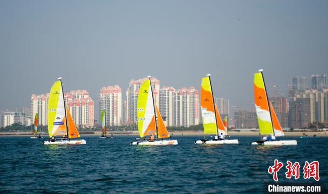 """""""一带一路""""国际帆船赛在广西北海举行"""