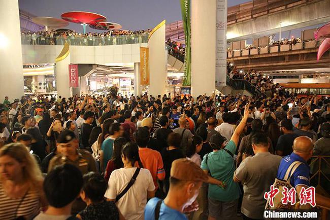 """泰国新未来党领导人发动街头集会要求""""公平正义"""""""