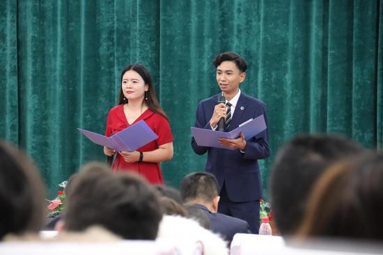 新疆20所高校师生诵读爱国主义经典篇章