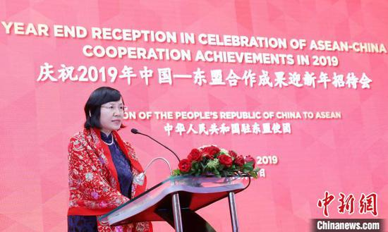 图为中国驻东盟使团临时代办蒋勤致欢迎辞。 林永传 摄