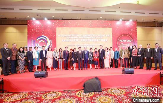 12月16日晚,由中国驻东盟使团举办的庆祝2019年中国-东盟合作成果迎新年招待会在印尼首都雅加达举行。 林永传 摄