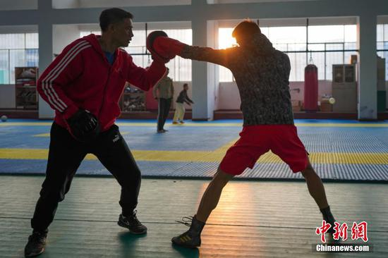 貴州安順拳擊教練 想為中國培養更多拳擊手