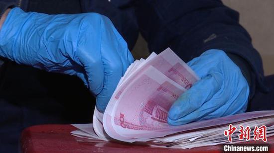 图为查获的假钞。 孔金花 摄