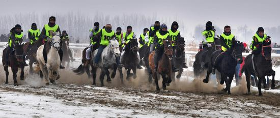 克拉玛依举办第三届乡村赛马大会