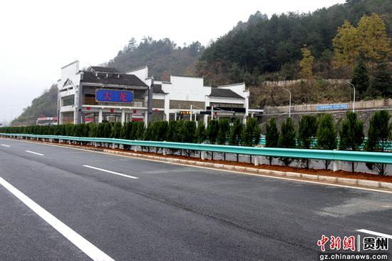 拆除改造后的G60沪昆高速黔湘界大龙省界收费站。