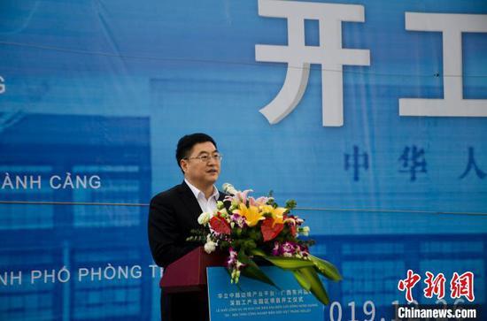 中共防城港市委书记李延强在开工仪式上致辞 翟李强 摄