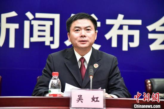 柳州市人民检察院副检察长吴虹发布新闻。 王以照 摄
