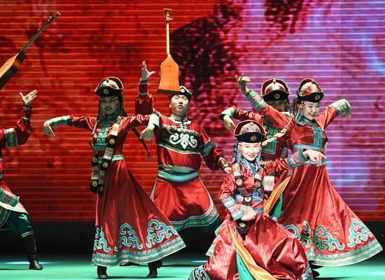 新疆和静县举办迎新年文艺晚会