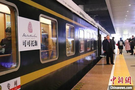 新疆阿富准铁路富蕴至准东段建成开通