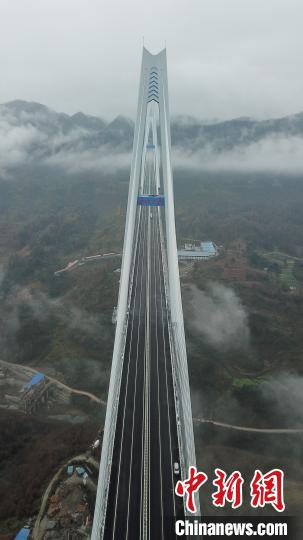 图为航拍平塘特大桥。 瞿宏伦 摄