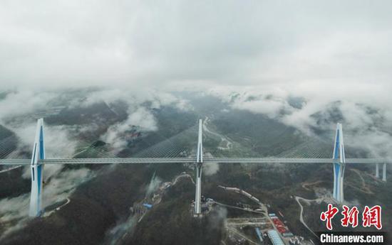图为航拍平塘特大桥全景图。 瞿宏伦 摄