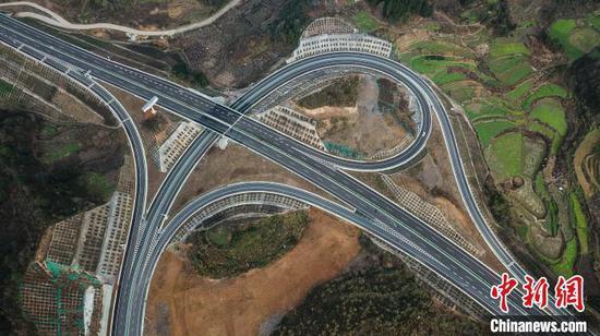 貴州紫望高速開通 橋隧比占六成