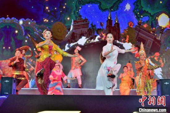 图为中国—东盟艺术家同台演出 钟欣 摄