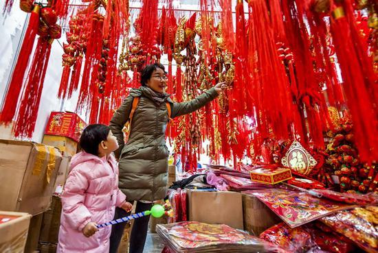 第十三届新疆新春年货博览会开幕 万余种商品随意挑