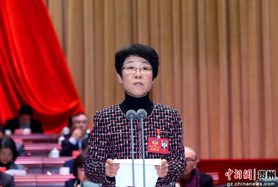 州政协副主席唐官莹主持会议。李庆红 摄