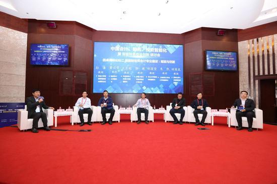 圆桌高峰论坛:智能财务和会计专业建设。 浙大管院提供