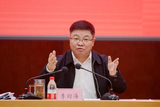新疆准东开发区党工委书记李绍海。