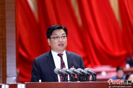 黔南州政协主席魏明禄作工作报告。李庆红 摄