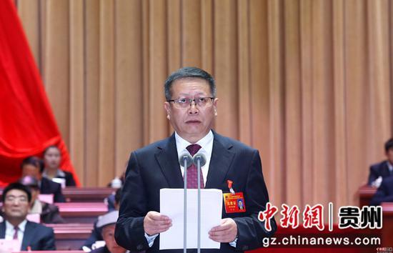 黔南州州人大常委会主任罗毅主持会议  李庆红 摄