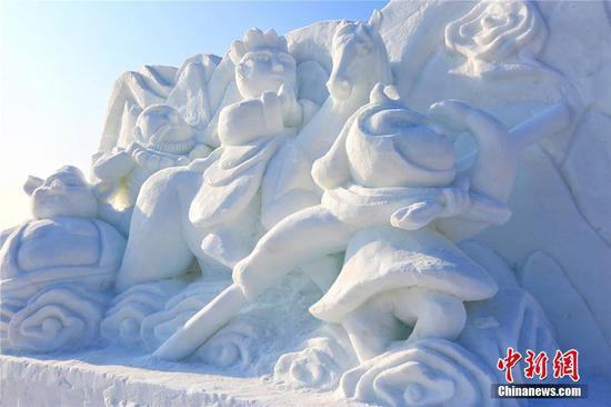 新疆博湖打造近50座大型冰雪雕迎游客