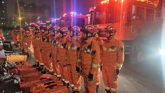 昌吉101名消防指战员-17℃开展夜间地震拉动演练