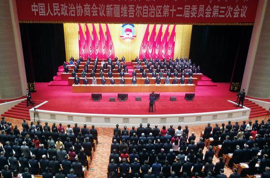 新疆政协十二届三次会议闭幕