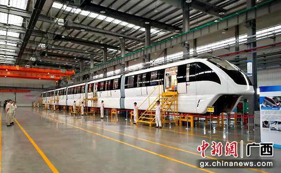 图为中外合资的中车浦镇庞巴迪运输系统有限公司柳州车辆总装基地生产车辆。