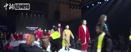 新疆少儿模特T台秀 小模特萌翻全场