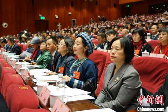 政协第十二届贵州省委员会第三次会议开幕会现场。 瞿宏伦 摄