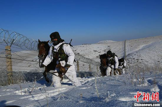 跨越4186公里的新年愿望 哨所的解放军叔叔帮他实现