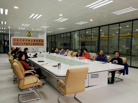 疆空管局空管中心气象中心科技项目组赴乌鲁木齐气象卫星地面站参观交流