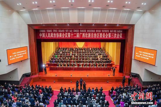 1月16日下午,中國人民政治協商會議第十二屆廣西壯族自治區委員會第三次會議在南寧閉幕。 中新社記者 黃令妍 攝