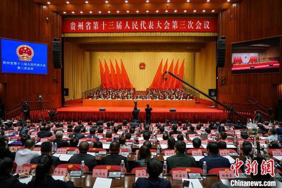 图为贵州省第十三届人民代表大会第三次会议闭幕会现场 瞿宏伦 摄