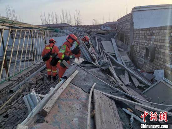 新疆伽师县震中余震不断 受灾人员已转移安全地带