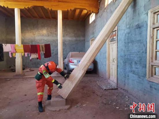 新疆多方力量增援伽师 救援工作仍在持续