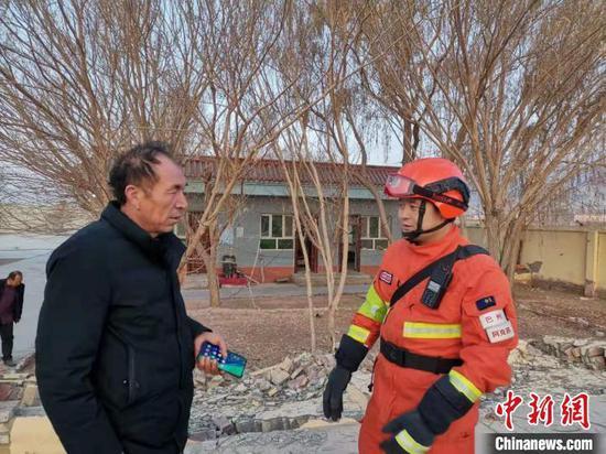 探访新疆伽师震区受灾民众安置点 有饭吃有衣穿不受冻