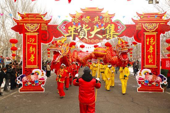 社火游园舞龙表演。王临荣
