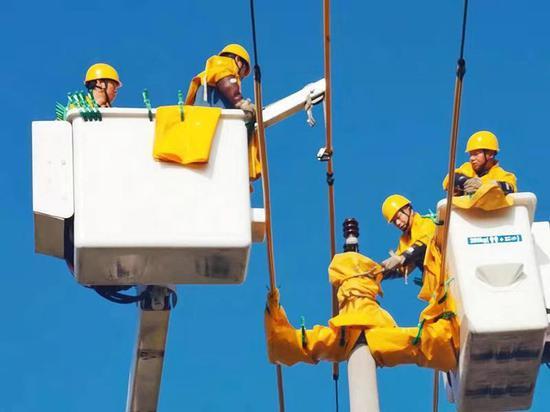 圖為:電力人工作場景  臺州電力供圖