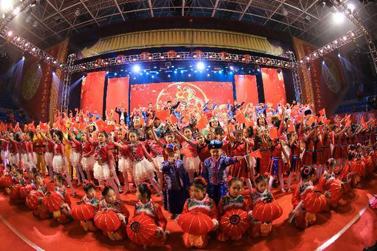"""博湖县举办""""农牧民春晚"""" 欢欢喜喜过新年"""