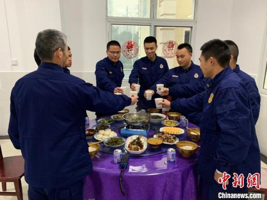 2020年的除夕:记者亲历基层消防员的年夜饭