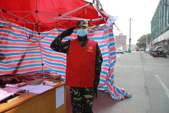 图为退役军人防疫小分队工作中。冯一飞供图