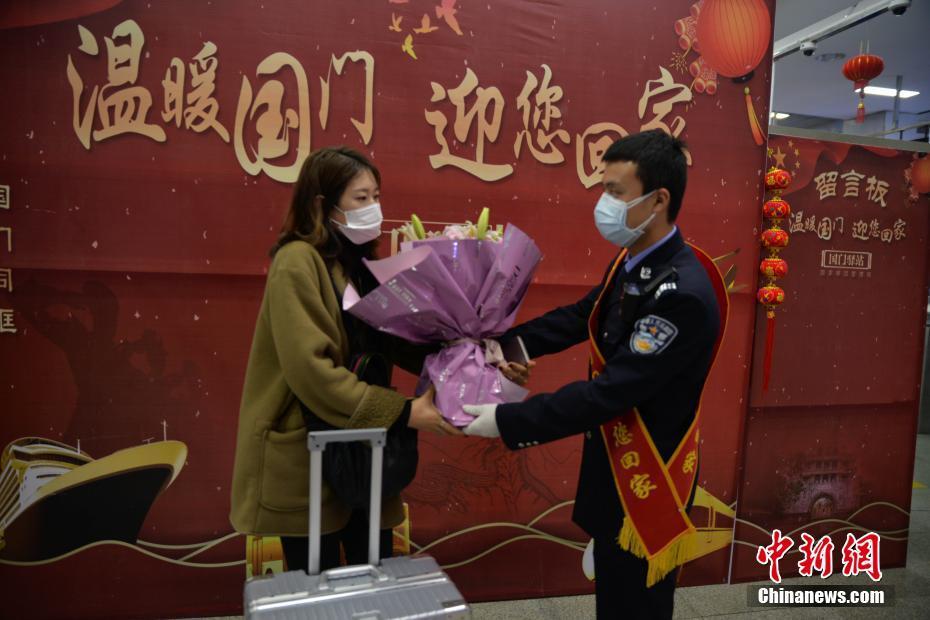 首(shou)批從中(zhong)國陸路口岸回國的滯tu)粼yue)南xia)lv)mei)偷執錒鬮 /></a><span><a href=