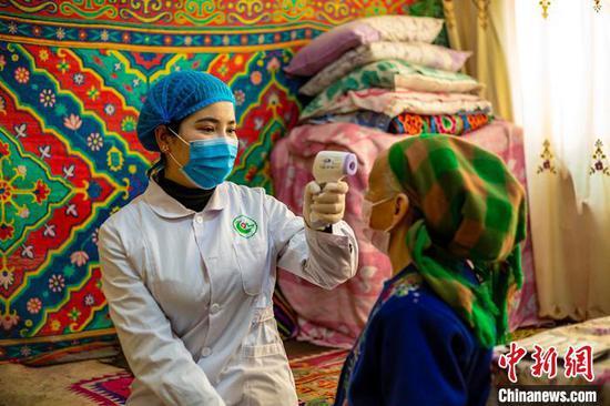 """新疆疫情防控""""最后一公里""""乡村医生在行动"""