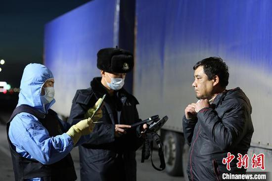 新疆霍尔果斯边检站保障逾615万件防疫物资通关