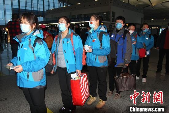 142名醫護人員組成新疆第三批支援湖北醫療隊啟程