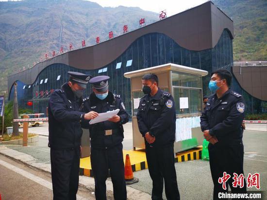 """""""你馳援湖北""""""""我守護家鄉(xiang)"""" 貴州(zhou)警醫(yi)姐弟攜手戰""""疫"""""""
